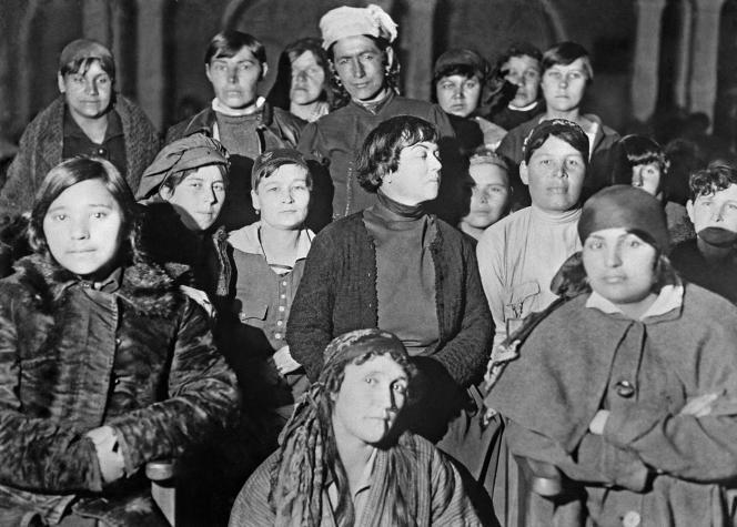 Alexandra Kollontaï et des déléguées au congrès des peuples d'Orient, Bakou, 1920