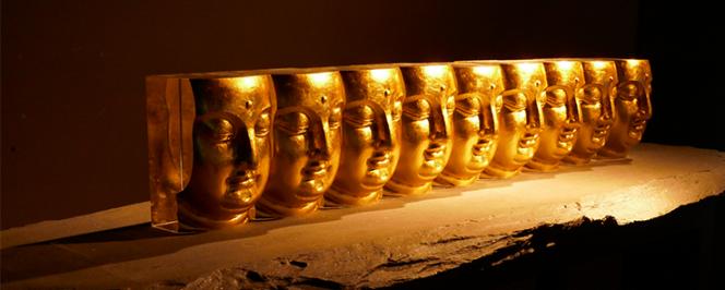Sculpture : neufs têtes de bouddhas alignées