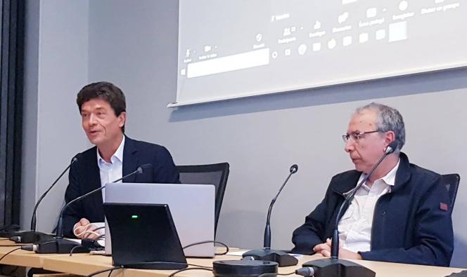 Le président de l'Inalco, Jean-François Huchet, lors de son intervention à l'hommage. A droite, Kamal Naït Zerad
