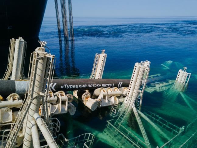 Gros tuyaux dans la mer