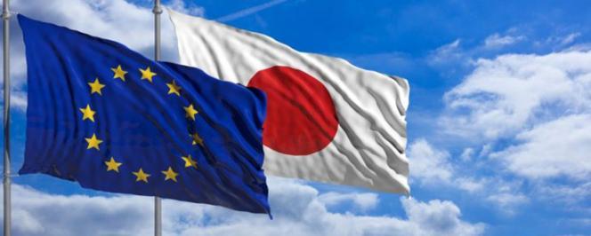 Drapeaux de l'Union Européenne et du Japon