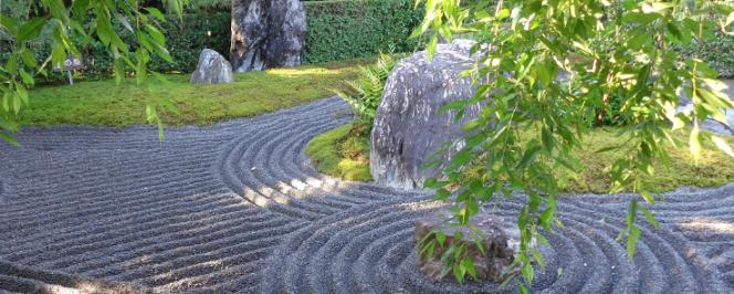 Jardin zen japonais traditionnel