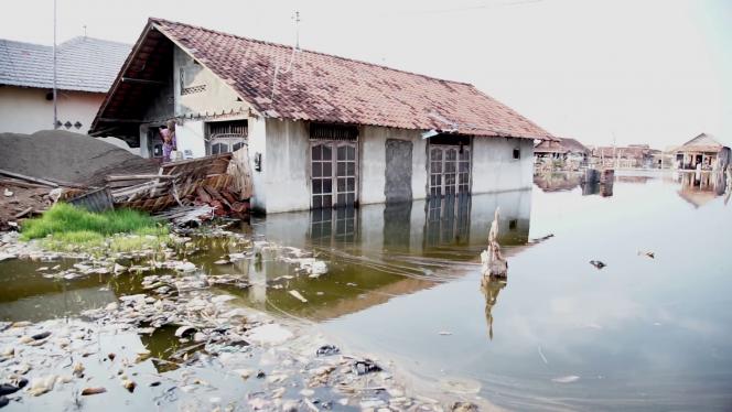 Habitation inondée à Pekalongan (Indonésie)