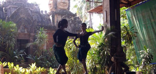 illustrations langue khmer - danseuses