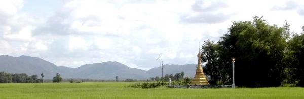 Stupa en pays Môn avec l'oiseau Hamsa