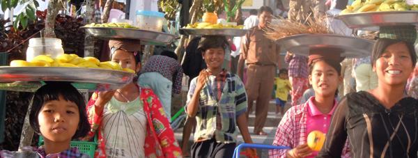 Birmanie : vendeurs au départ