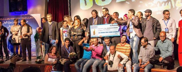 """Remise des prix d'Assiggl : """"Demande en mariage"""" d'Abdelaziz Oussaih (2015). Grand prix du long métrage - 9ème édition du festival du film amazigh, Issni n Ourg, Agadir."""