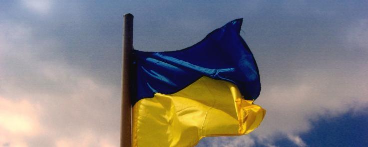 Ukraine - drapeau - fond ciel