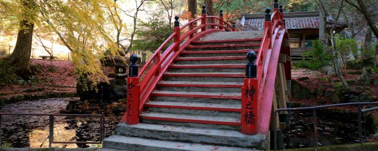 Un pont dans un temple à Shimane