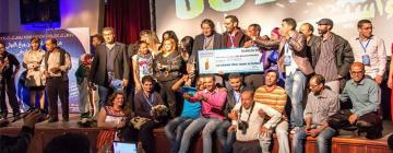 """Scène de la Remise des prix d'Assiggl : """"Demande en mariage"""" d'Abdelaziz Oussaih (2015). Grand prix du long métrage - 9ème édition du festival du film amazigh, Issni n Ourg, Agadir."""