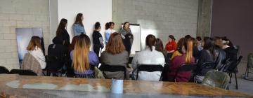 Session de travail des étudiantes de la classe CFI L3 à Bétonsalon