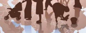 Montage présentant silhouettes de personnes en situation de migration sur planisphère