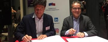 Jean-François Huchet, président de l'Inalco et Martin Hirsch, président de l'Institut de l'Engagement signent une convention de partenariat
