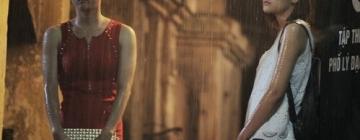 extrait film vietnamien deux femmes asiatiques sous la pluie