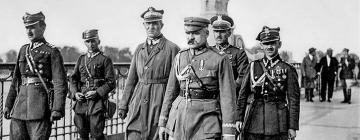 Józef Piłsudski et d'autres responsables du coup d'État de mai sur le pont Poniatowski à Varsovie