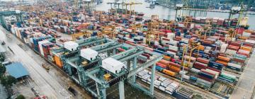 Port avec des milliers de containers à Singapour