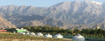 campement de yourtes au pied des montagnes (Nord de la Chine) , 2019