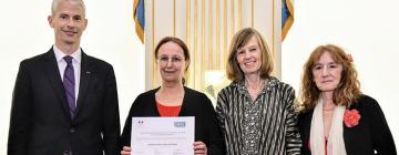 Anne Colin du Terrail entourée du ministre de la Culture et des représentantes du CNL et des éditions Denoël